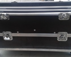 Flightcase de 4 sunstrip + rehausse de 4